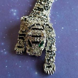 Vintage Jewelry - Shoulder tiger brooch pin rhinestone silver cat